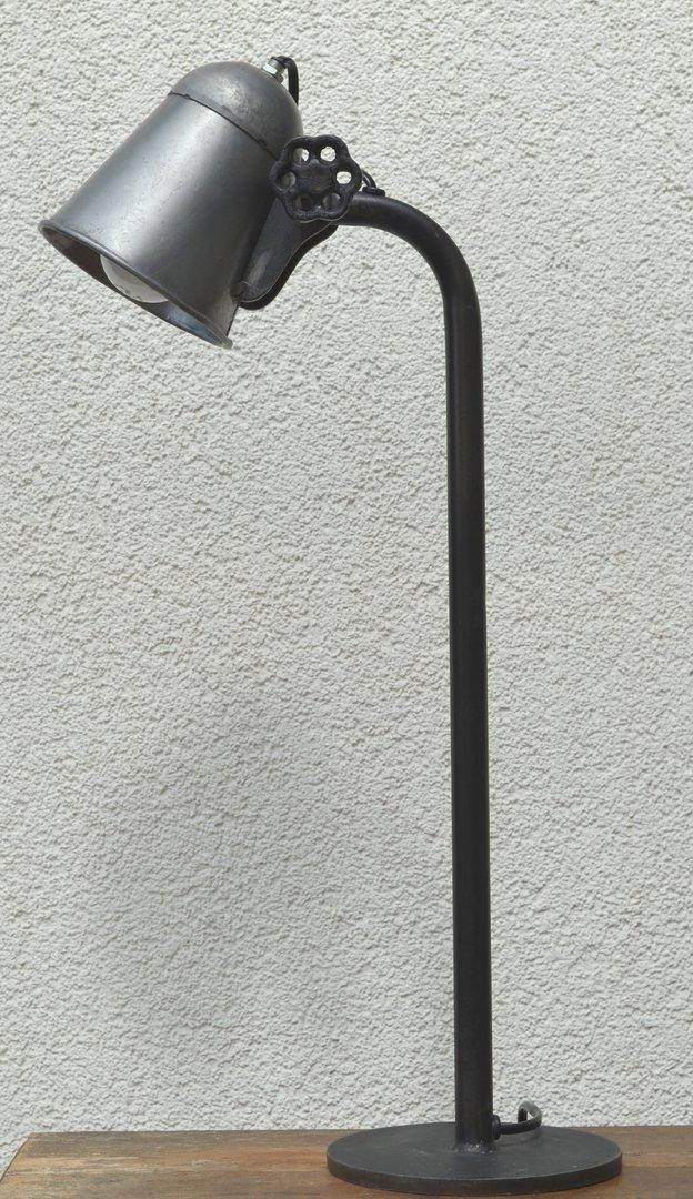 Tischlampe im industrie design schreibtischlampe for Tischlampe design